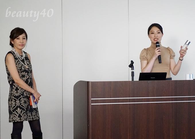ビーグレン化粧品発表会の様子 広報担当の浅野さん