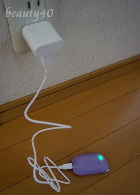 まずは充電。トリア・アイケアレーザー