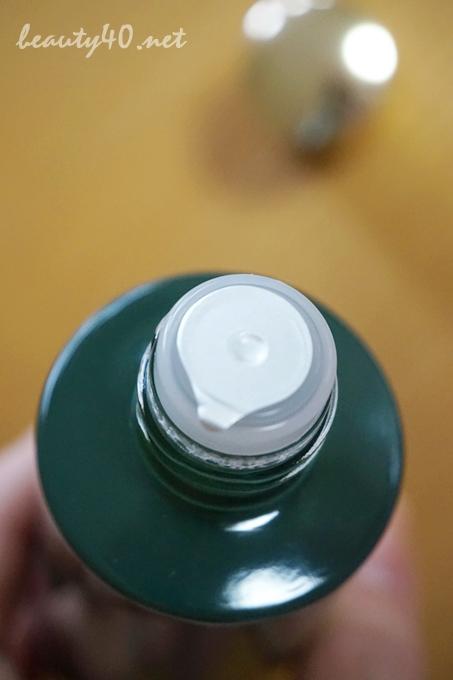 密封されてます 未使用なら化粧水使用期限3年間